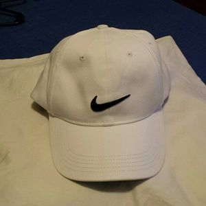 50213b26c39 A White Never Worn Nike Golf Cap